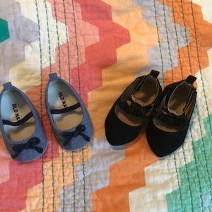 2 pairs 0-6 mo shoes
